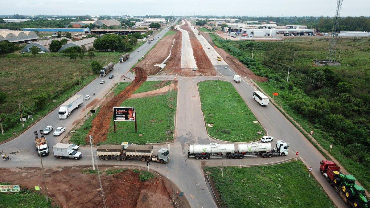 #AlertaDNIT: o DNIT avança na duplicação da BR-163/364/MT e informa que serão realizadas mudanças no fluxo de veículos no Distrito Industrial de Cuiabá. A partir de segunda (13), os motoristas devem obedecer às novas sinalizações, entre os quilômetros 398 e 401 da rodovia.👇