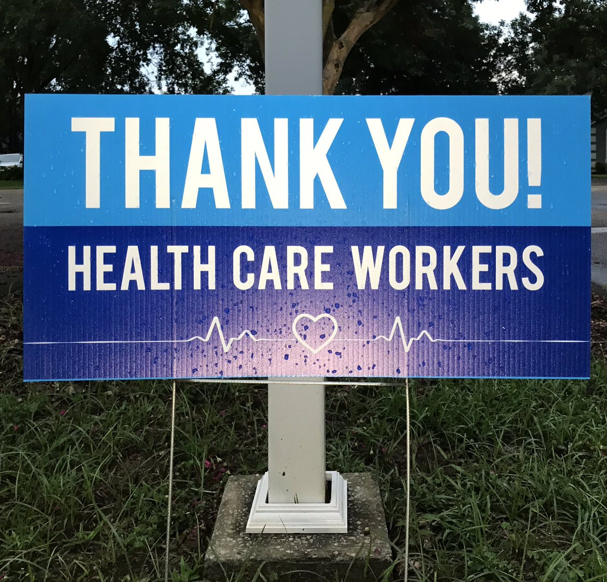 """Today & every day, exponentially during a pandemic. 🏥   #RunChatHunt — """"Thank You"""" sign for front-line workers ✅.  #hcwshoutout #IStandWithYou #Fitness #teamnuun #HSHive #RunBlueRidge #KeepItTight #SquirrelsNutButter #AltraRedTeamUS #TeamROADiD #RunChat #IHeartTally"""