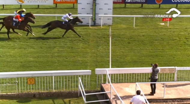 A winner for Faye Mcmanoman @FMcmanoman as Star Prize takes the Novice Stakes at Bath @BathRacecourse for Nigel Tinkler! Excellent ride up the rail by Faye! 🏇🥇👊 #winner #dedicated #talented #Bath #HorseRacing