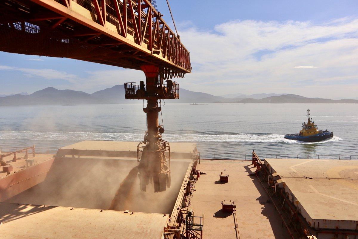 #BrasilEuConfio A @portosdoparana fechou o 1º sem/2020 com alta de 13%, foram 28,1 milhões de toneladas de cargas. Entre janeiro e junho os portos de Paranaguá e Antonina registraram série de recordes de movimentação, confirmando o resultado alcançado. ➡