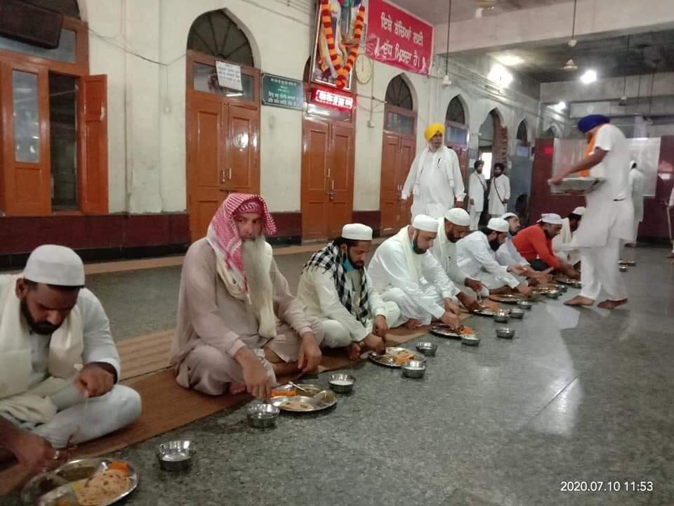 Muslim brothers donated 33 Tons of wheat to the Golden Temple Langar at Amritsar.  Below, the donors partaking Langar at the Gurdwara while Sikh sewadars serve
