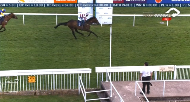 Riding double for Nicola Currie @NicolaCurrie22 as Atty's Edge (22-1) wins the Handicap at Bath @BathRacecourse for trainer Christopher Mason! 2 rides, 2 wins for Nicola!🥇🥇 #double #winners #Bath #HorseRacing 🏇