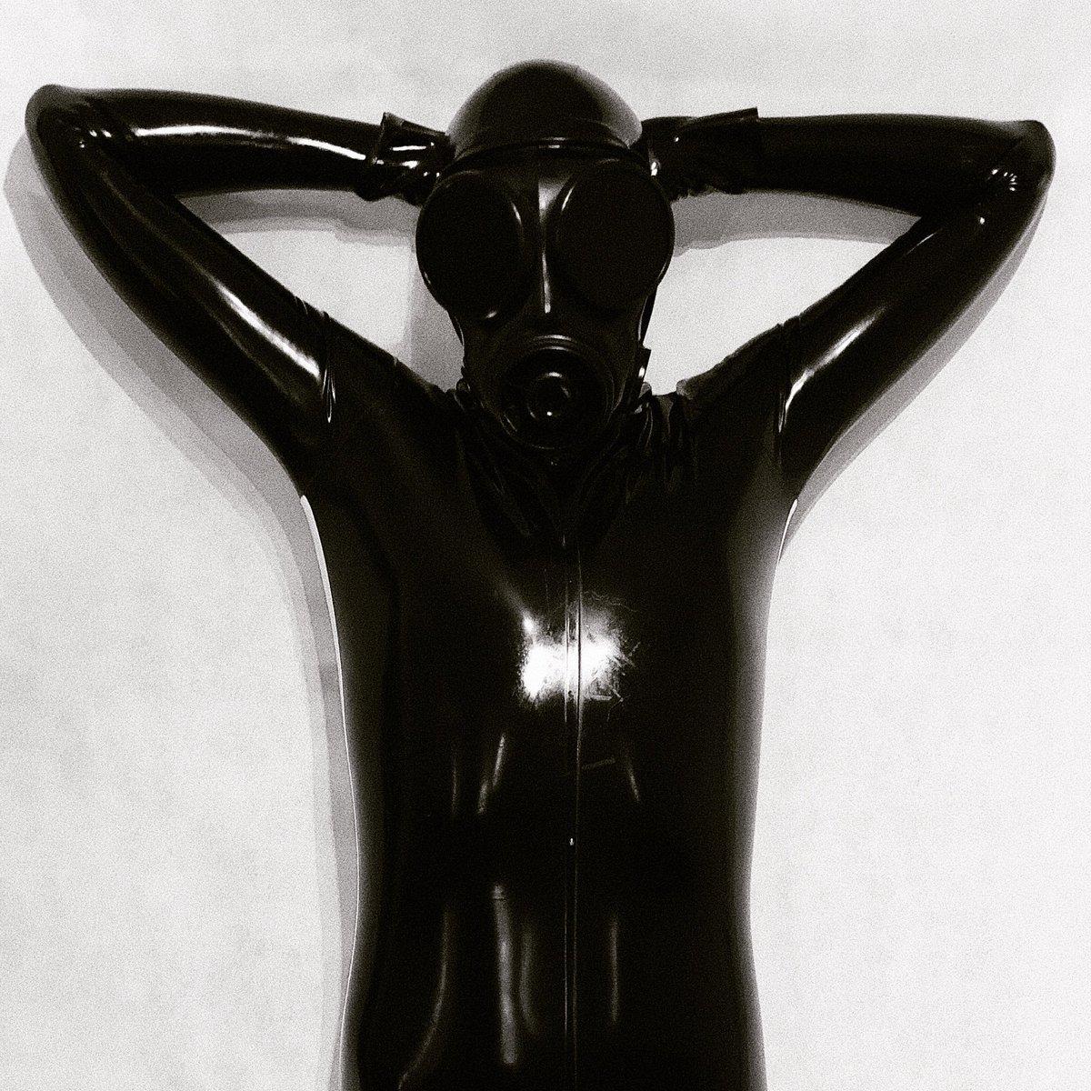 Gimps of the world relax and have a great weekend! 😎 #altmodel #bdsm #bottomboy #gay #gayboy #gaylatex #gayman #gaypride #gayrubber #gearfetish #gimp #guysngear #kink #latex #latexclothing #latexfashion #latexfetish #latexhood #latexlife #latexmask #latexmodel #rubber #rubberboy
