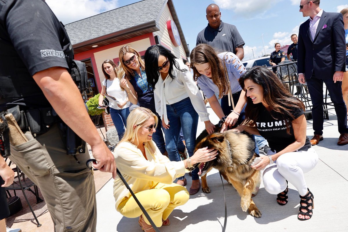 What a moving meeting with @EmmaLovesDogs7 and the Kaukauna (WI) Police Department.  Please check out this great organization @trumpwomenstour