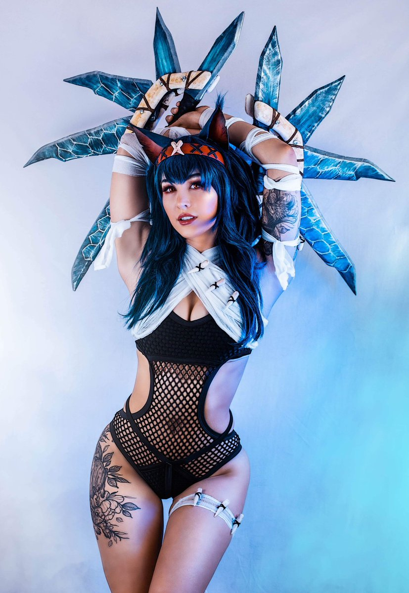 Dual blades make everything sexier 🤷♀️  Cosplay made by me, photos edited by @shutter_owl ! #MonsterHunter