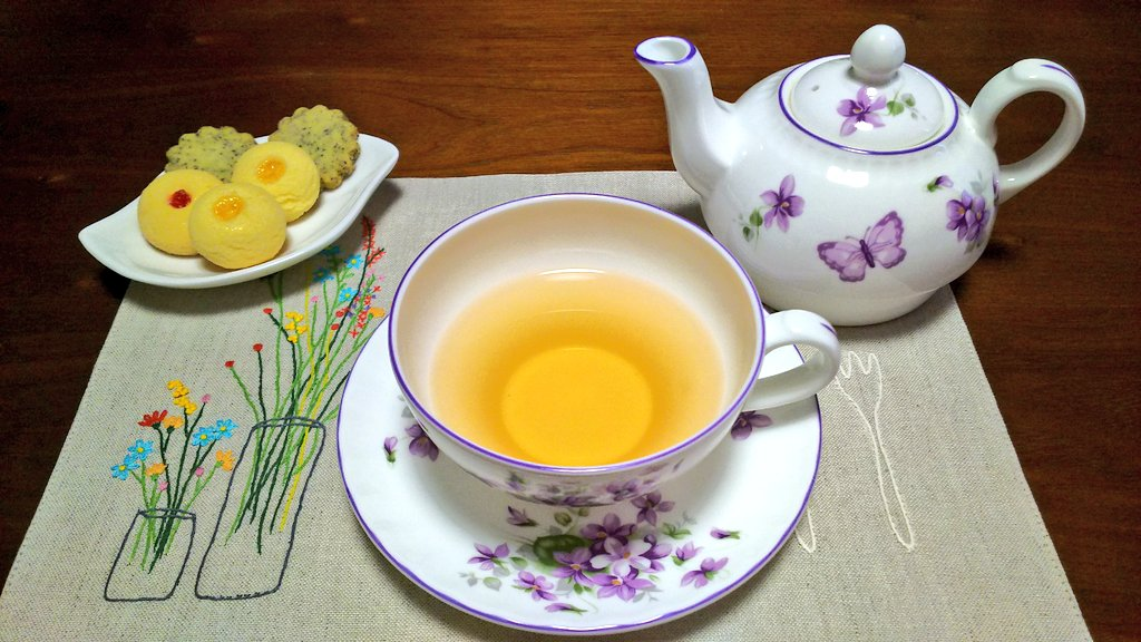 test ツイッターメディア - 今日のお茶はKUSUNI TEAのアラン・デュカスコラボです。香りも良いし、味も好き。お茶請けは東京會舘のクッキーです。 https://t.co/kJXLlXLIBu
