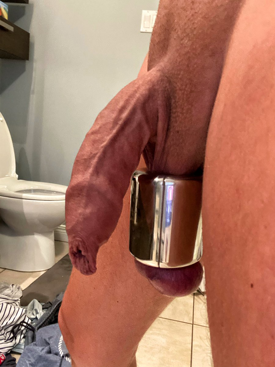 After a day at the sun !!!! Cock ready for get hard #smoothcock #ballstretcher