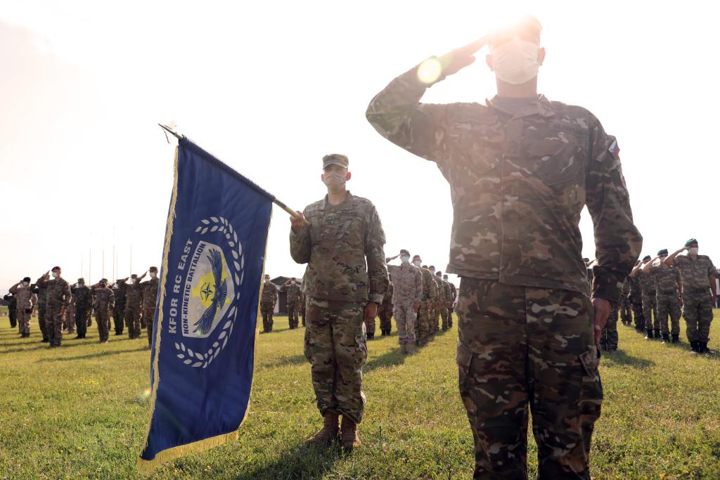 #ICYMI: @NATO_KFOR East's Effects BN hosted a change of command ceremony on Camp Bondsteel, #Kosovo!   Last Friday, we bid farewell to 🇸🇮 LTC Aleksander Vidergar & welcomed 🇸🇮 LTC Robert Simonic!  #StrongEurope #NATO @USArmy @SHAPE_NATO @usareurdcg_arng