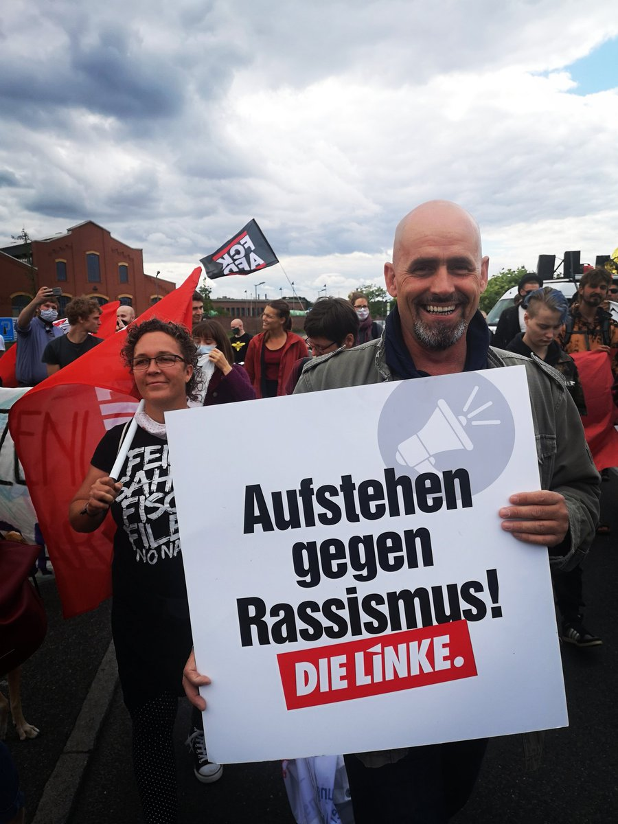 #BLACK_LIVES_MATTER  #Eberswalde - gemeinsam mit 250 Menschen machen wir deutlich: #Rassismus ist nicht nur auf jemanden zu schießen, sondern ist Teil des Alltags - strukturell, institutionell aber auch mit Worten oder durch wegsehen. Rassismus tötet! @DieLinkeBrdburg @dieLinke