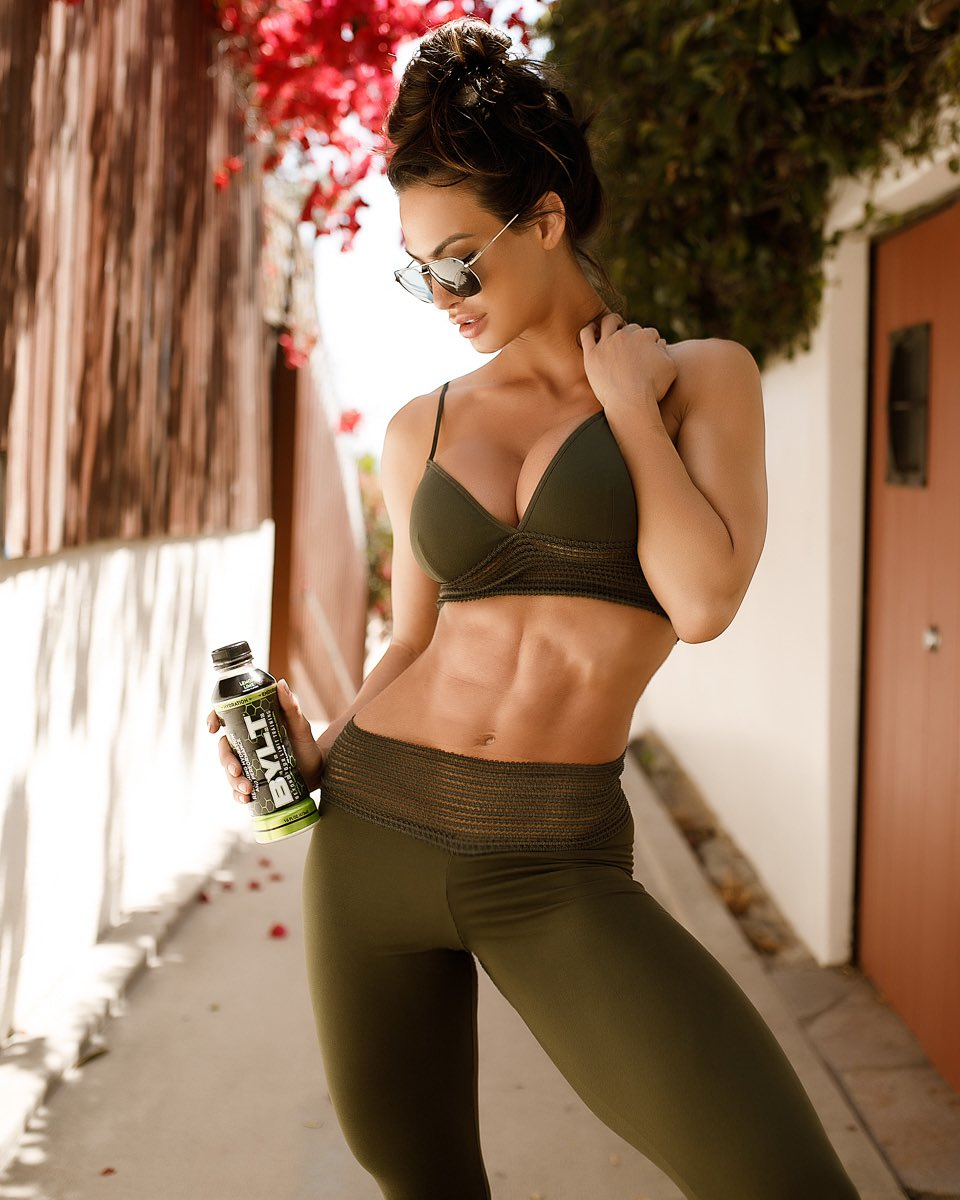 Hustle for that Muscle —powered by @drinkBYLT  What are you #BYLT for? 🤜🏻