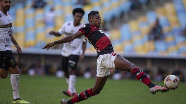 Flamengo deixa Bruno Henrique fora da primeira partida da final do Estadual.