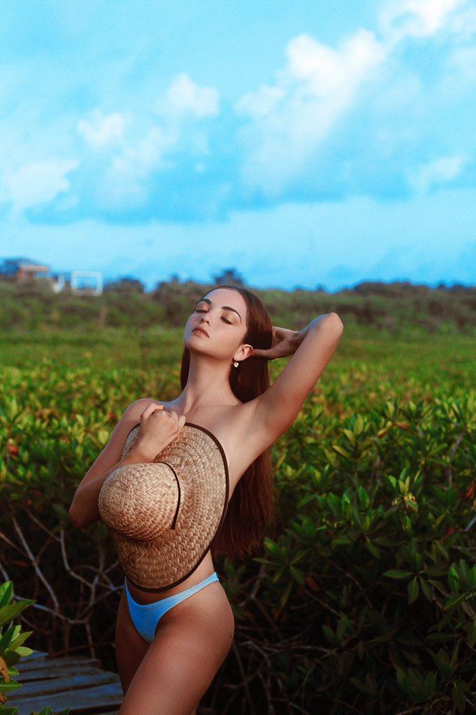 Gracias naturaleza por hacerme parte de tu vida ✨🙏🏻🌾🌏 te honro, te valoro y AMO. ❤️ Me quito el sombrero ante ti... 🍂👒 (No saben cuantos mosquitos me picaron en esta foto😂)