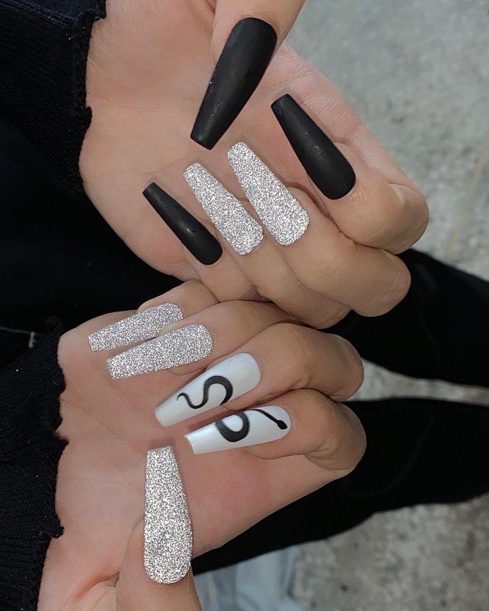 [IG] 200712 — nail_unistella updated with LISA ✨ (1)  🔗  #LISA #LALISA #리사 #블랙핑크 #BLACKPINK @BLACKPINK