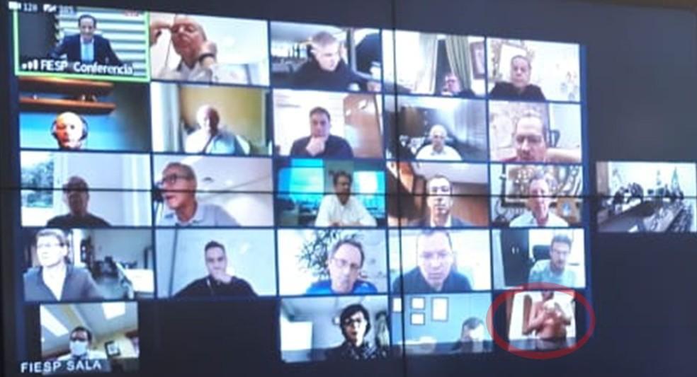 De nudez a ida ao banheiro: videoconferências colecionam gafes na quarentena.  #pandemia @BlogPageNFound