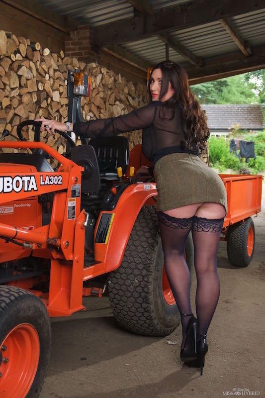 #MissMonday Miss Hybrid @misshybrid super sexy #sexy #stunner #stockings #legs #stilettos #busty #sheerblouse #mistress #ladyofthemanor 😍😍😍