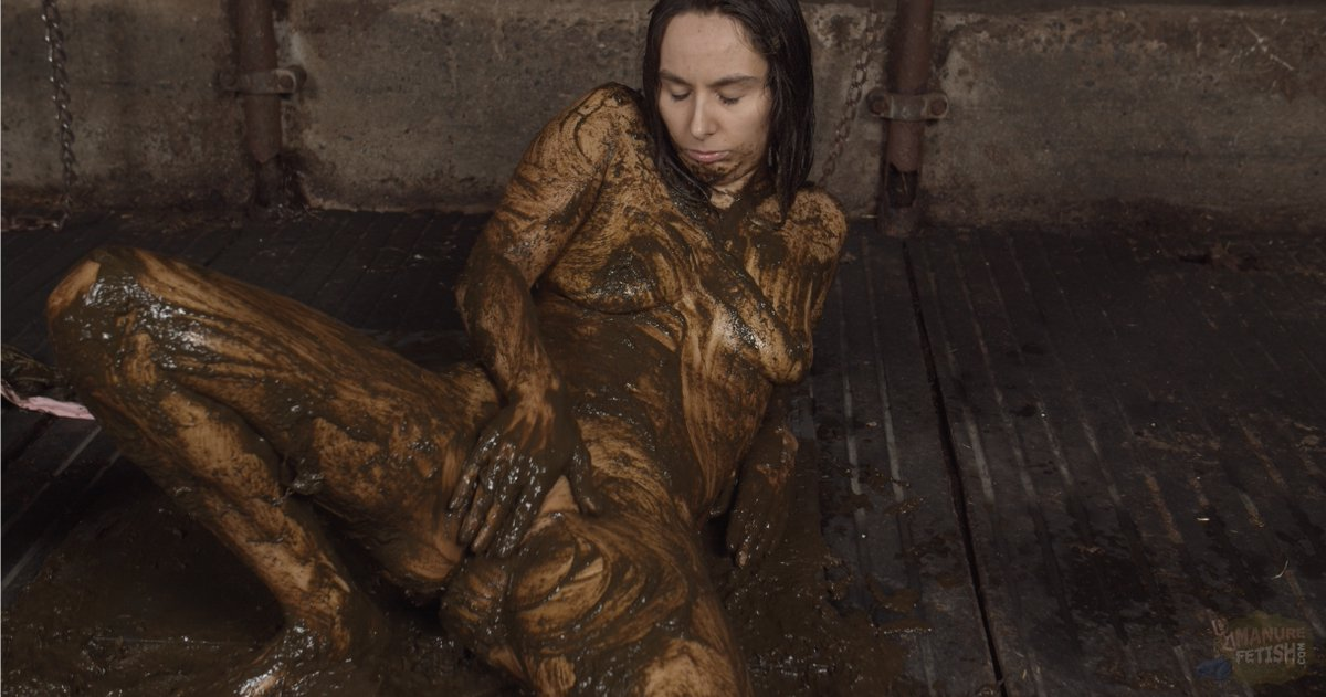 With another picture of Aiyana I sweeten your monday morning.    #ManureFetish #Scat #Girls #Women #Sexy #Porn #Shitty #Slurry #Aiyana #Cow #Dung #Messy #Wam #work #video #rubberboots #masturbate #pussy #スカトロ #食糞 #飲尿 #scatology #gay