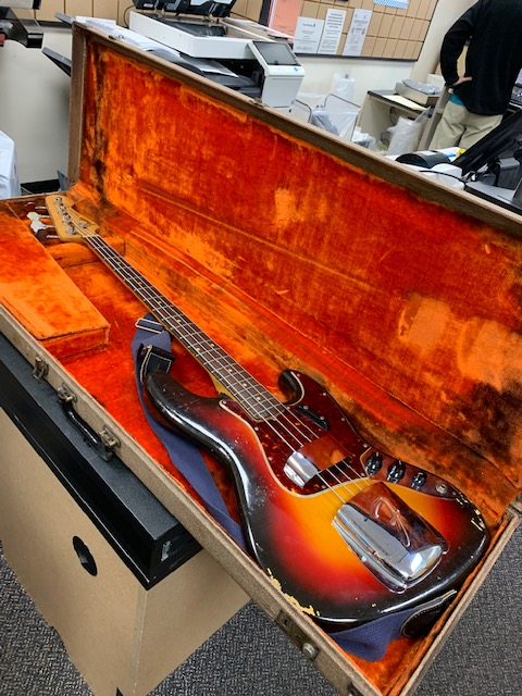 I had my bass tuned and worked on music all weekend for appearance on Bluesroom this morning. Found out I'm on @AmericaNewsroom @FoxNews w/ @johnrobertsFox     instead at 9am ET. Oops! Oh well, worth watching. Maybe I will still play my '62 Vintage Fender Jazz Bass!