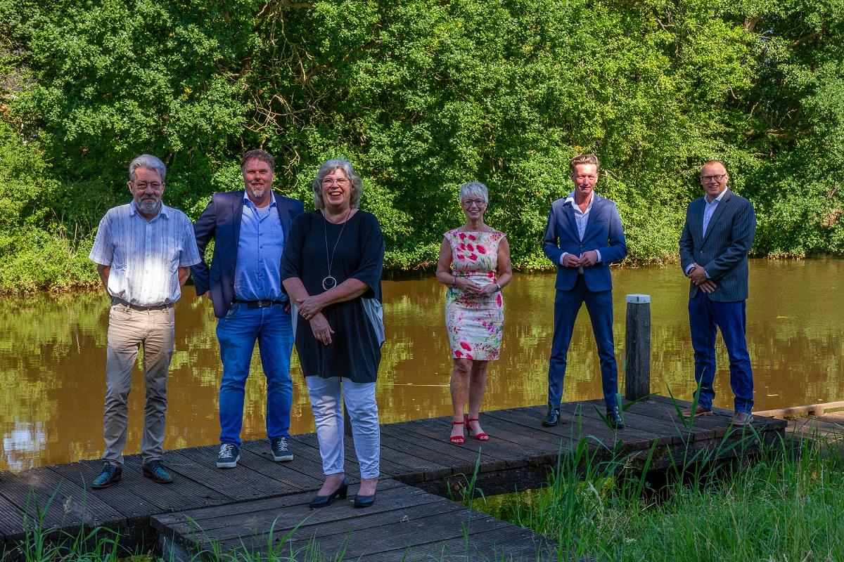 test Twitter Media - 🖋️Bestuurders van de provincie en zes gemeenten hebben hun handtekening gezet onder de Regio Deal Oost-Groningen, een programma in samenwerking met het Rijk. De komende jaren is er 30 miljoen voor scholing, werk, gezondheid en leefbaarheid!💪https://t.co/Bo0ST7u8ep https://t.co/ZYB5fT6C8N