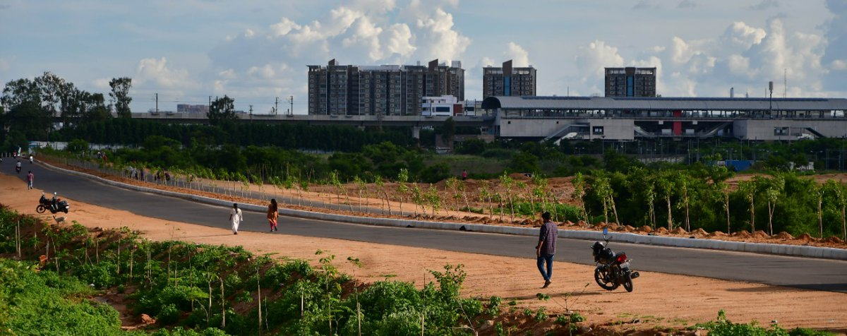 #1km link road from HT Line to Miyapur road completed up to DBM layer by #HRDCL at a cost of ₹9.61 Cr as part of the #missinglinkroads project. This road connects NH-65 at Miyapur Metro Station to Nizampet reducing the travel distance by more than 4KM. @arvindkumar_ias