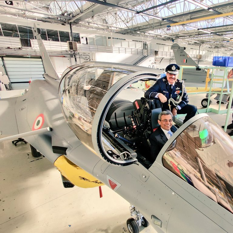 Beautiful pic of Indian Airforce new machine the #RAFALE Jet with Indian Ambassador to France Mr. Javed Asraf along with Indian Air Attaché Air commodore Hilal Ahmed Rather just before take off of these machines.  #IndianAirforce