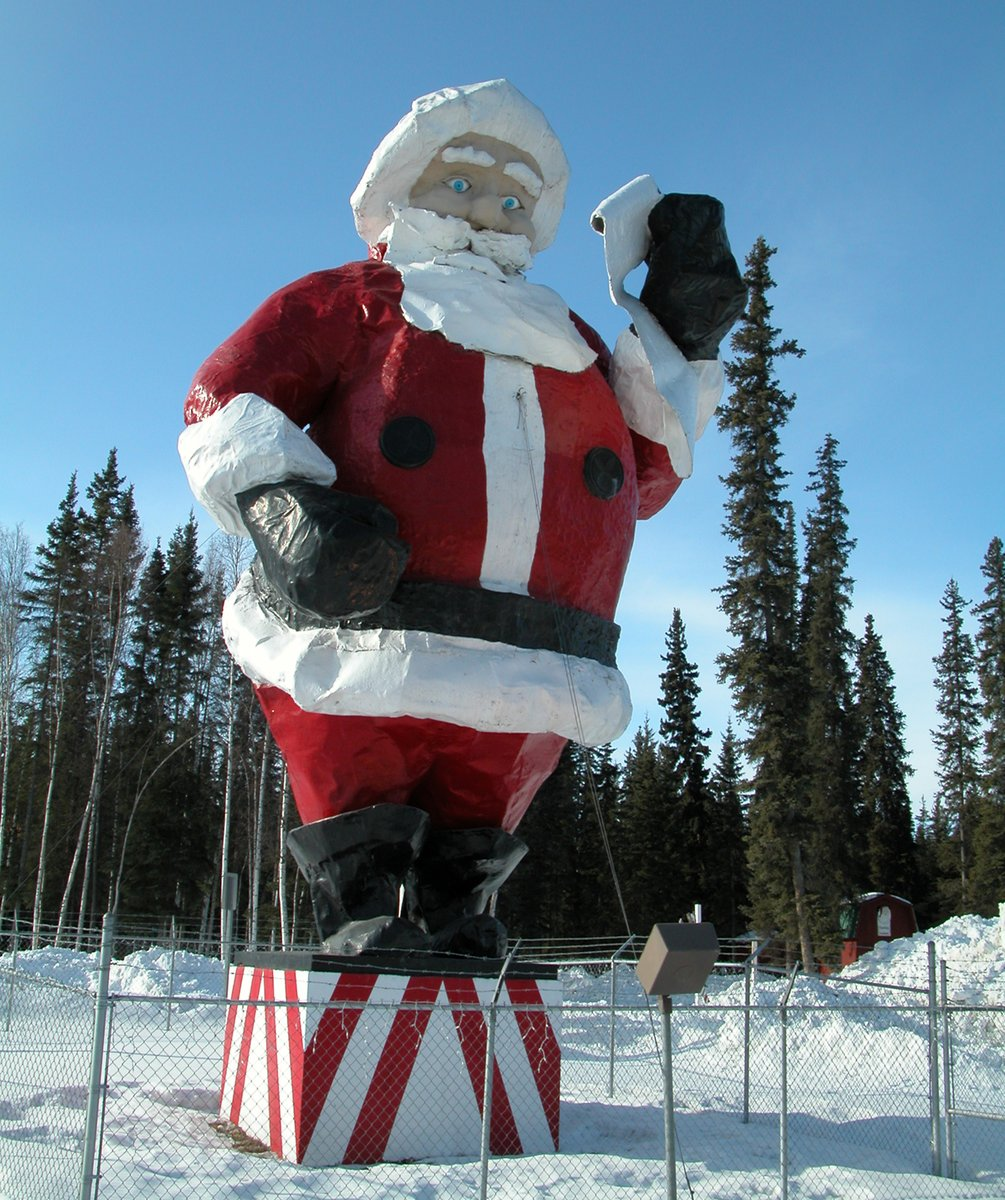 @AlexMHoward A4 The World's Largest Santa Claus statue towers 42-foot-high in the town of North Pole. The reindeer and Santa Claus House make this the most Christmassy place (any time of year) on Alaska's roads! #TravelAlaskaChat