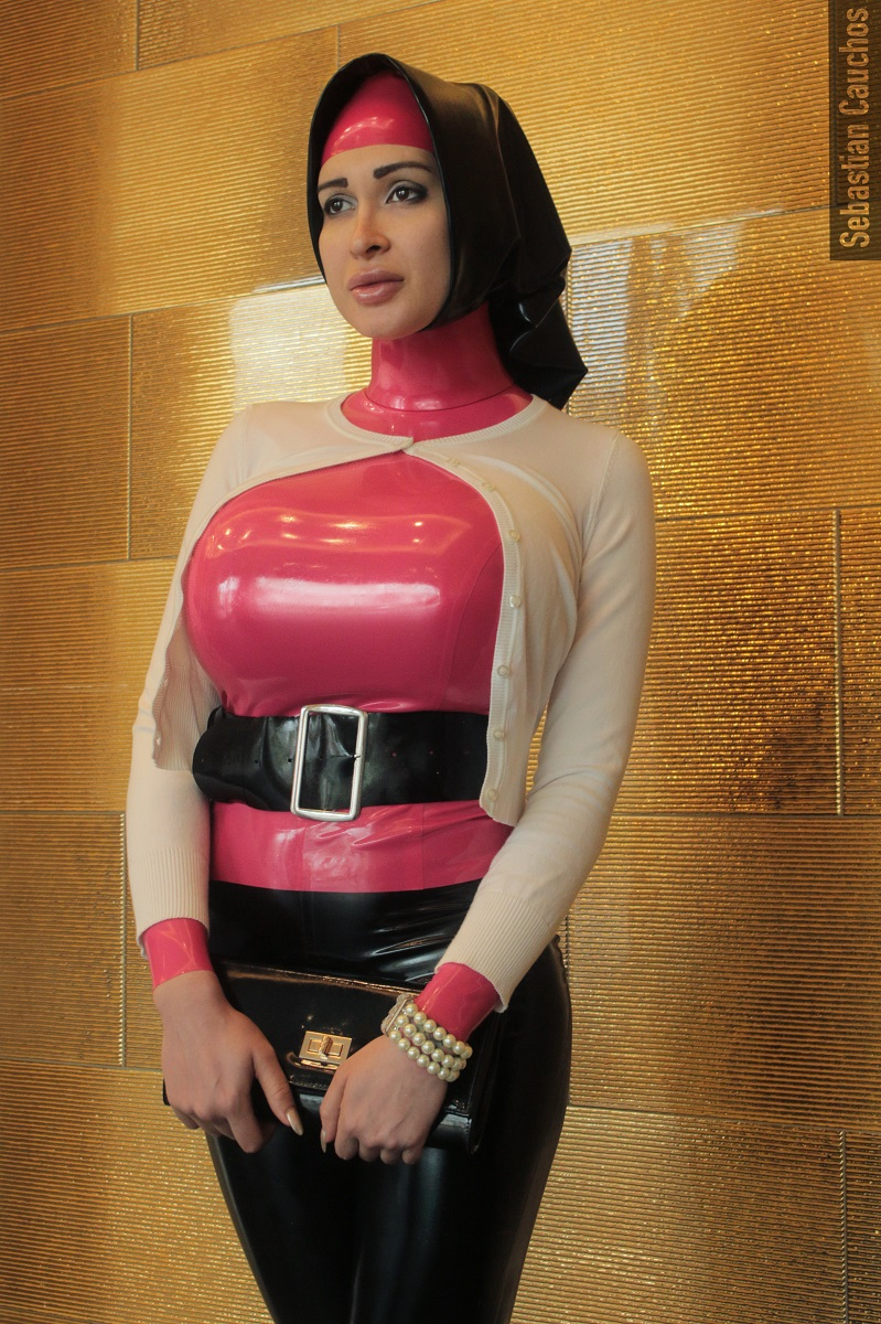 How about you go look at my Cauchos shoot compilation on my   #glam #biglips #fetish #fetishmodel #fetishlover #latex #latexbabe #latexgirl #latexlover #rubber #rubberbabe #latexdoll #bigboobs #hijab #latexhijab #turtleneck #latexturtleneck #proper