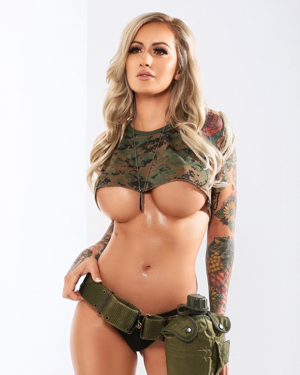 So proud to say that I'm first ever Veteran (& #Marine Veteran at that) to be on the cover of #MAXIM NZ, and the first heavily tattooed model to be published in the ENTIRE HISTORY OF MAXIM MAGAZINE! 🤯💯🙌🏼 LET'S BREAK THE MOLD! ALWAYS BE YOURSELF! 🔥 @maximmag #TheCombatBarbie