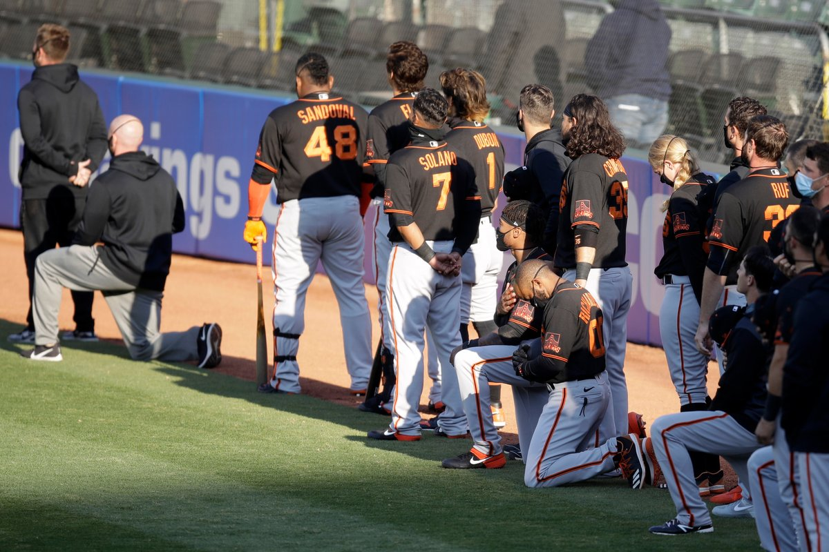 Members of the @SFGiants kneel during the National Anthem. #BlackLivesMatter