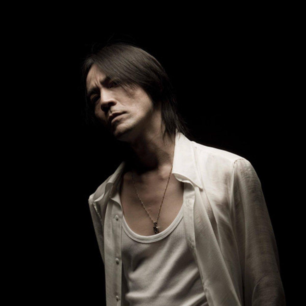 #氷室京介 さん、 ソロデビュー32周年💐💐💐 おめでとうございます  本日、氷室京介ソロ全373曲がサブスク解禁❤️❤️❤️❤️❤️ Deezerでチェック🎧  ▶️  @HIMURO_COM