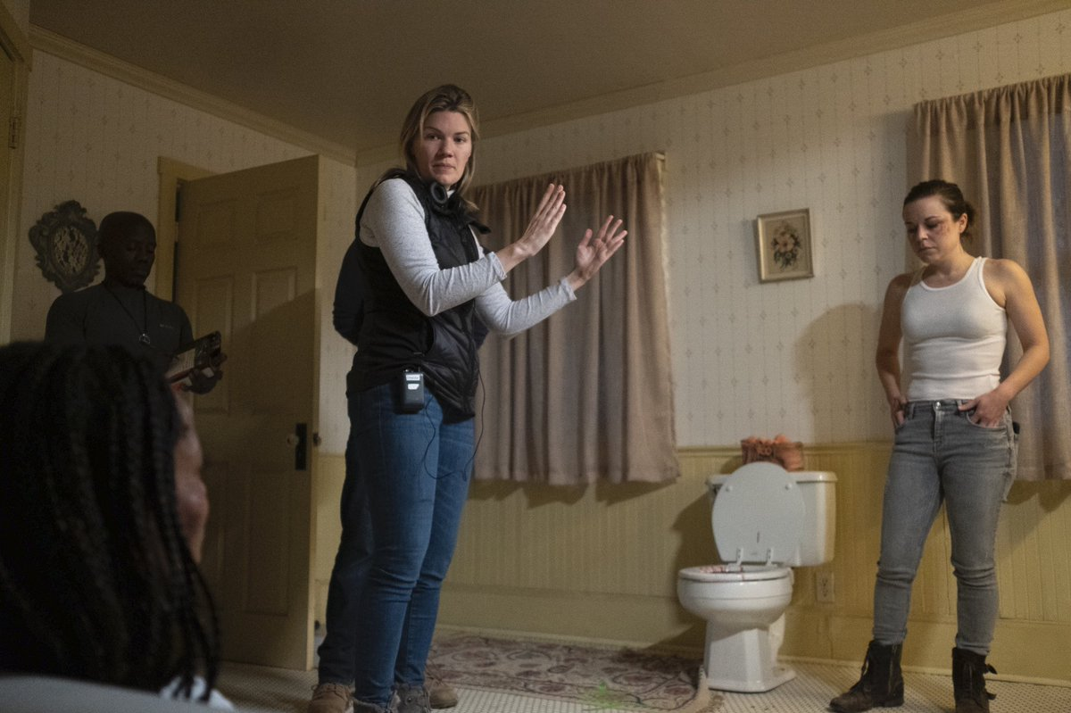 #FBF to #behindthescenes of director @E_Tammi doing what she does best with #NataliePaul and @tinamajorino on the set of #IntotheDark #Delivered.   What are you watching this weekend?