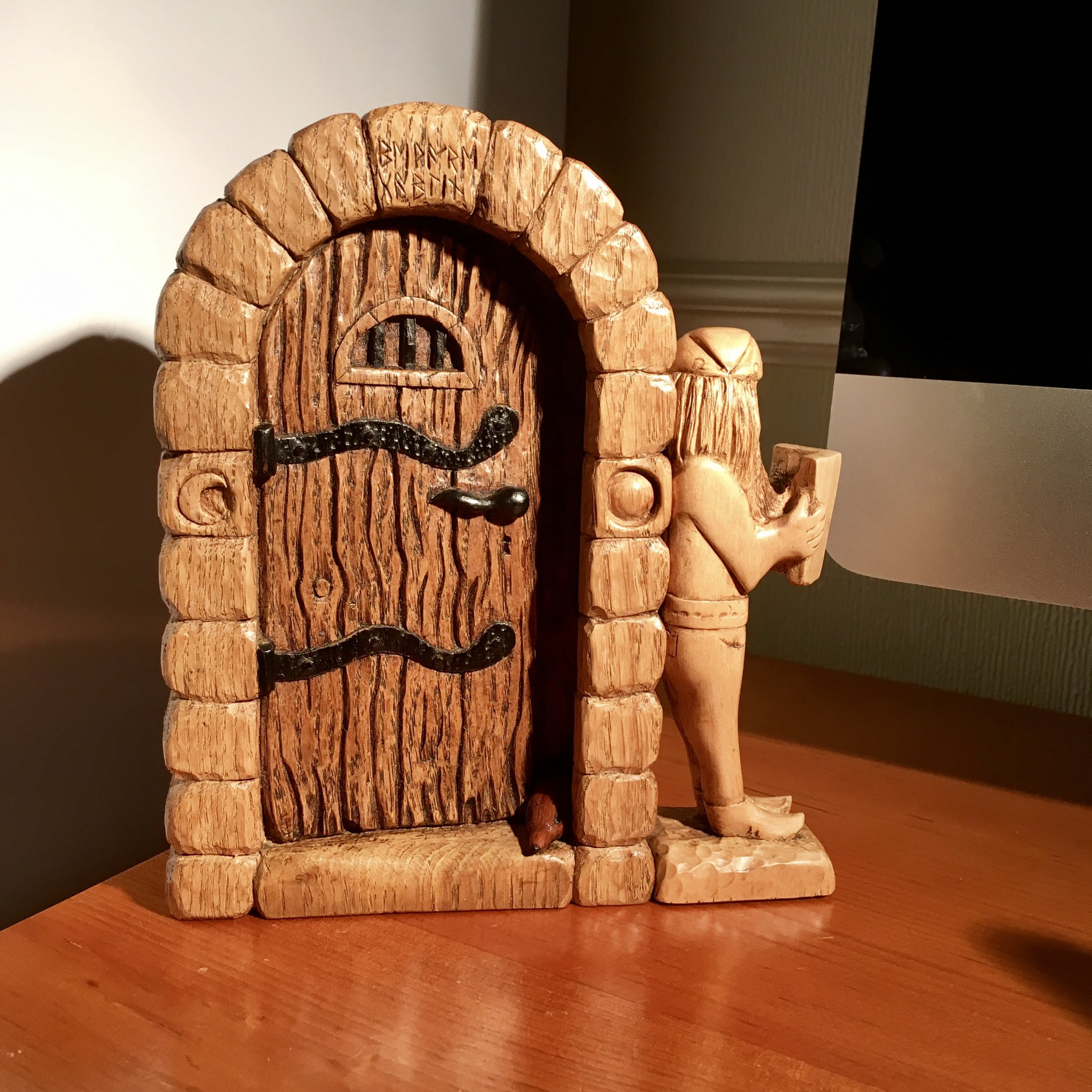 Carving from 2016 not forgetting the guard shrew at the door beware https://t.co/IjlPRW7bPP