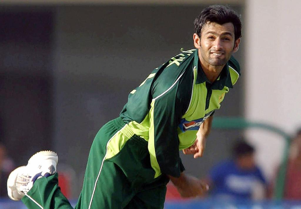 🏏 143 in 127 balls ☝️ 2/42  #OnThisDay Pakistan sealed a convincing 59-run win over India in the 2004 Asia Cup on the back of an all-round performance from Shoaib Malik 👏