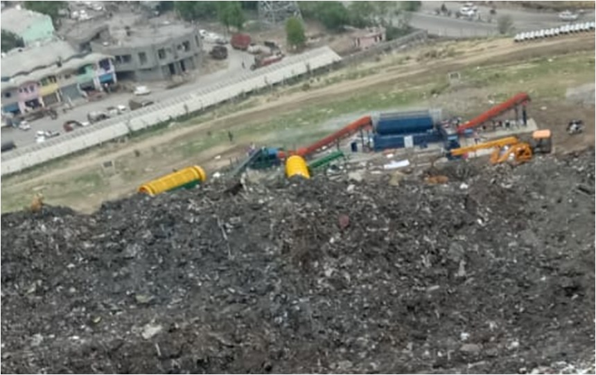 With the help of modern technology & techniques, EDMC has been able to reduce the Ghazipur landfill!  In September 2019, they started using the Ballistic Separator & Trommel. The landfill height has now been reduced by around 40 feet at different stretches.  #MyCleanIndia