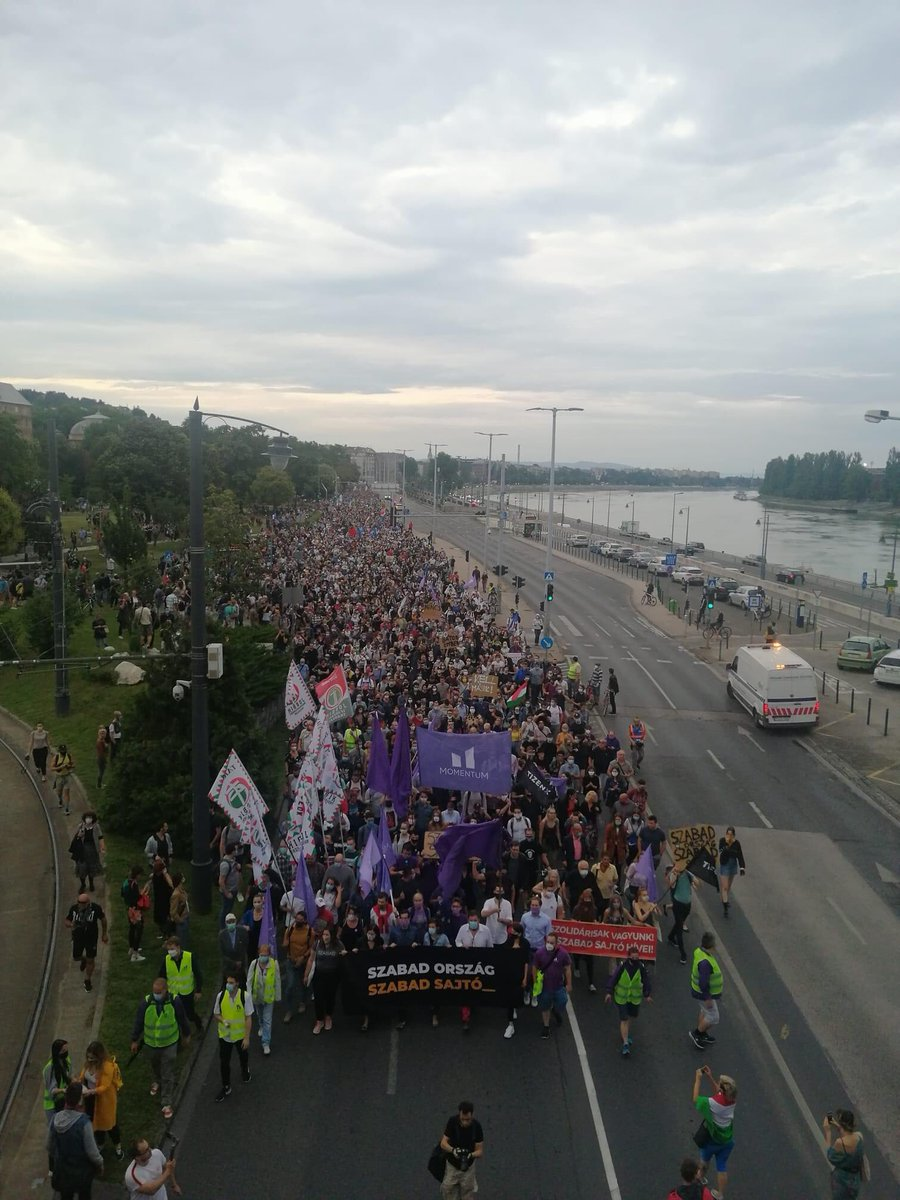 Yesterday in #Hungary , more than 70 journalists decided to stick to their principles and not give in to external influence. Thousands marched to support them. The country's most widely read paper, @indexhu is over as we now it, but I know my colleagues and they will not give up.