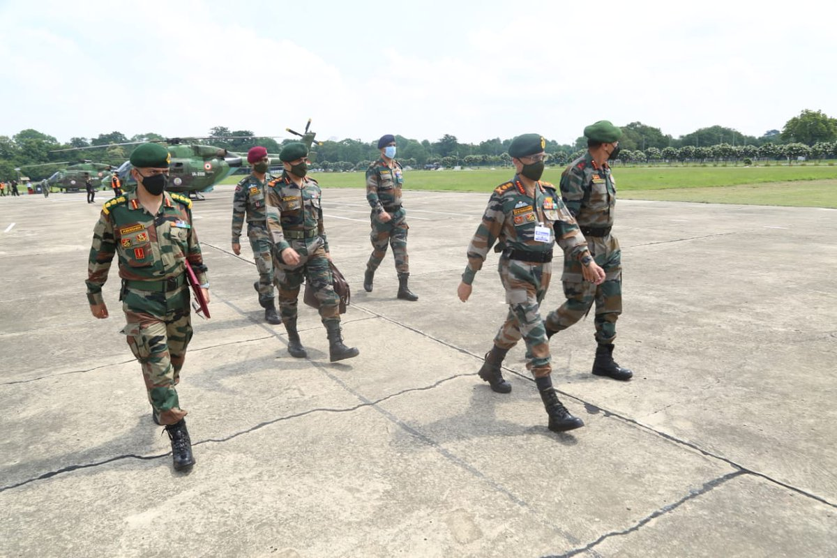General MM Naravane #COAS visited #SuryaCommand and reviewed the operational preparedness. He complimented all ranks for high standards of operational preparedness & devotion to duty.  #IndianArmy #NationFirst