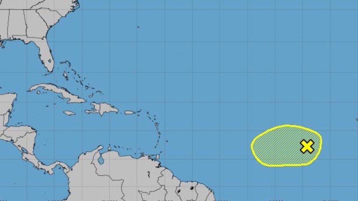 BOLETÍN ESPECIAL 8AM  El Centro Nacional de Huracanes comienza el monitoreo de una onda tropical que se encuentra en medio del Atlántico. Por el momento le otorga un 10/10% de probabilidad para los próximos días.