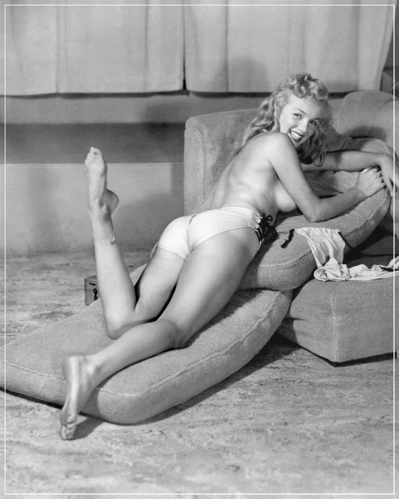 A very young Marilyn Monroe back in the days she was more of a pinup model than an actress. Photographed by Earl Moran. https://t.co/NFEmrQ08FS
