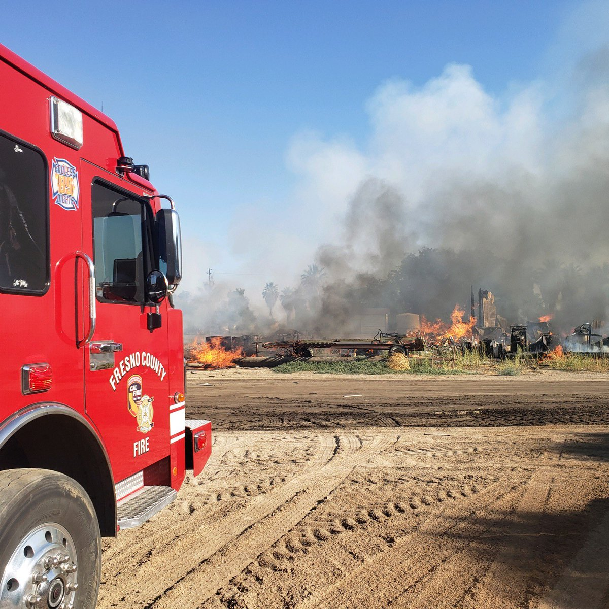 #DiegoIncident Fresno County Firefighters contained a commercial structure fire on San Diego x Jensen, southwest of Mendota. Crews on scene reported a 10k sqft shop well involved with fire, crews faced limited water supply & hot weather. No injuries, cause under investigation.