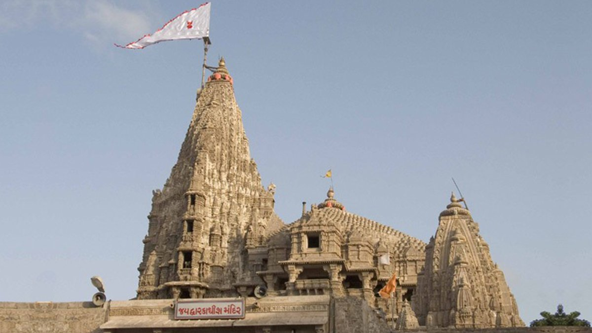 As the condition of 'Prabhu Prasadi Ghar' structure at #Dwarkadhish Temple at #Dwarka is very poor & repair work will not suffice, Dwarka Devsthan Samiti & SDM of Dwarka have requested National Monument Authority to give permission for renovation. #Gujarat @yatradhamboard