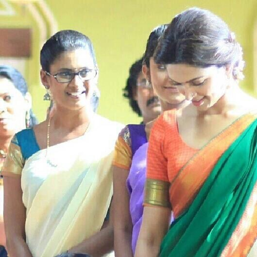 Throwback : Chennai Express seta with Deepika and co star Puvisha Manoharan  #7YearsOfChennaiExpress