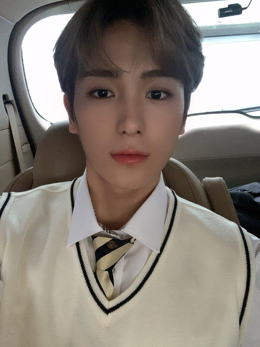 [현재] 안녕하세요 고등학생 현재입니다😄 (주차 되어 있는 차예요)