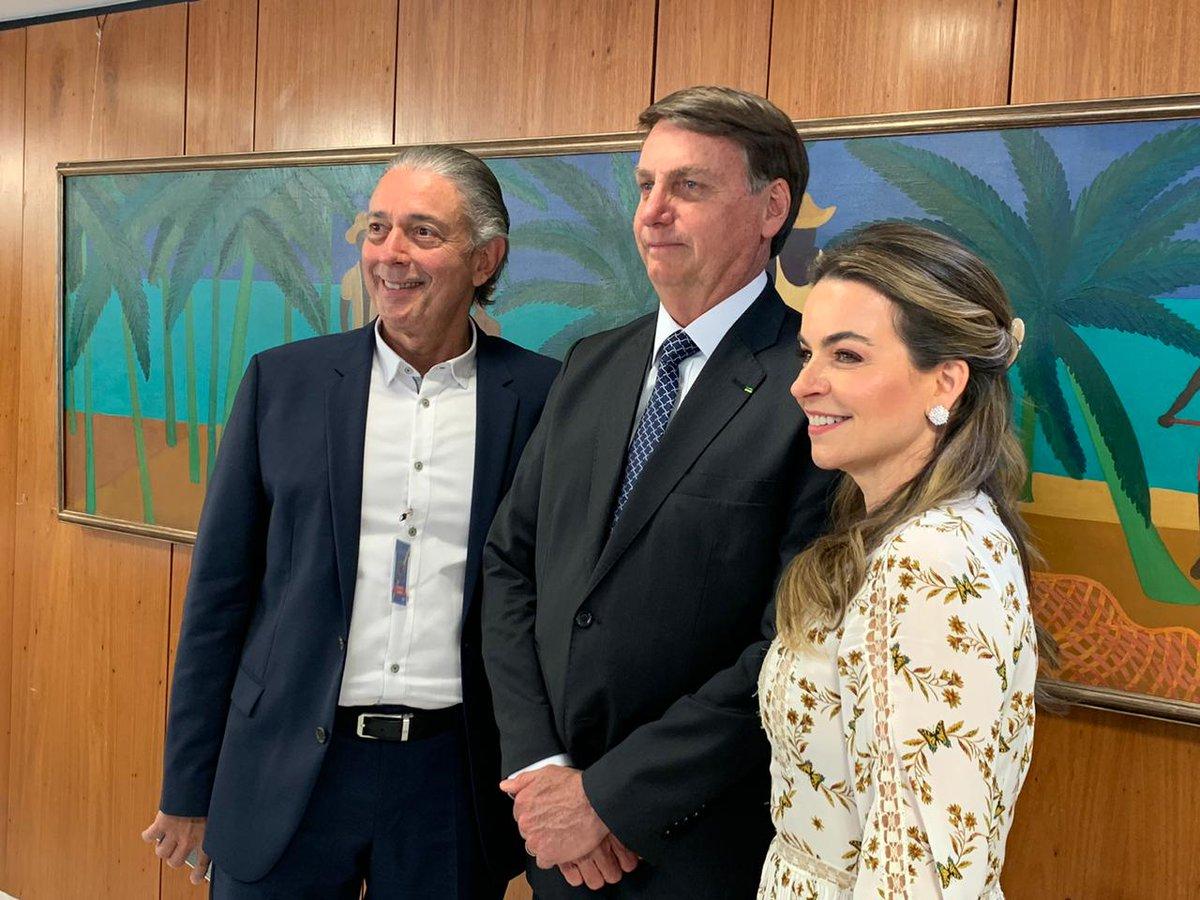 Grupo Coco Bambu leva almoço para Bolsonaro no Alvorada