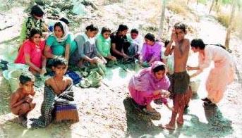 #विश्व_आदिवासी_दिवस Liquor addiction & illiteracy, lack of hygiene, immoral conduct by tribal folks; these were big problems. To solve these, Dera volunteers conducted hygiene & sanitation projects where the tribals were taught to bathe, observe cleanliness & follow a dress code