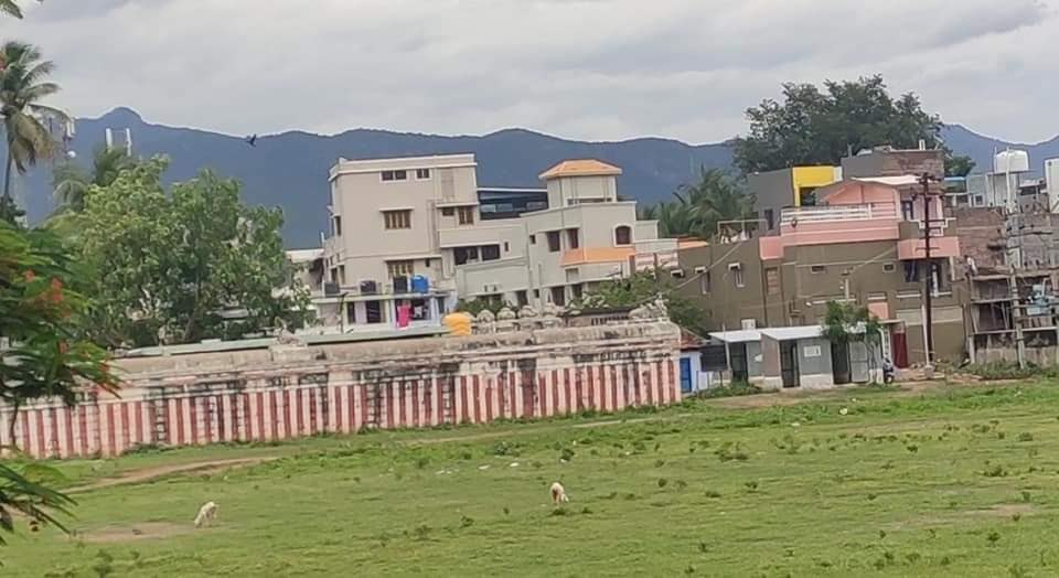 Sri Kailasanathar Swamy Temple Rasipuram, Tamil Nadu. Peacefuls and Xtians along with pseudo Hindus have encroached the temple lands. Adding insult to injury they have built public toilets right next to the temple. @TWS_Bharat @vhsindia @indiccollective @BJP4India @LostTemple7