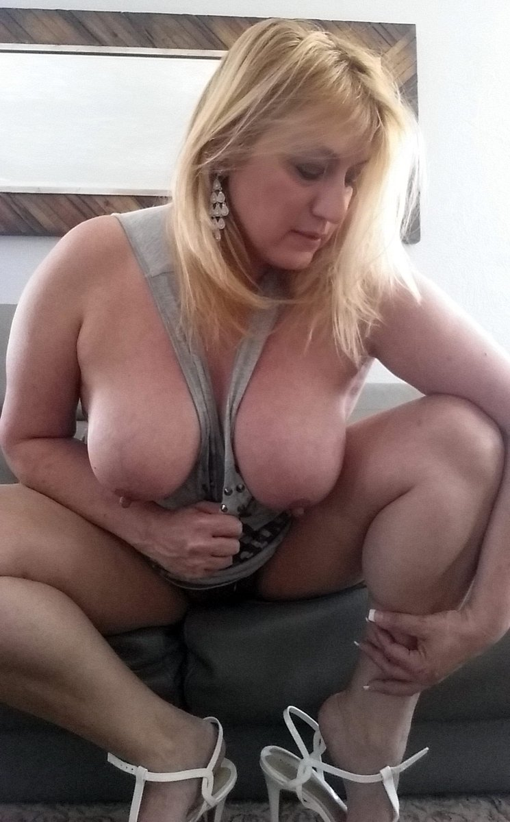 Like this picture if you like hot milf