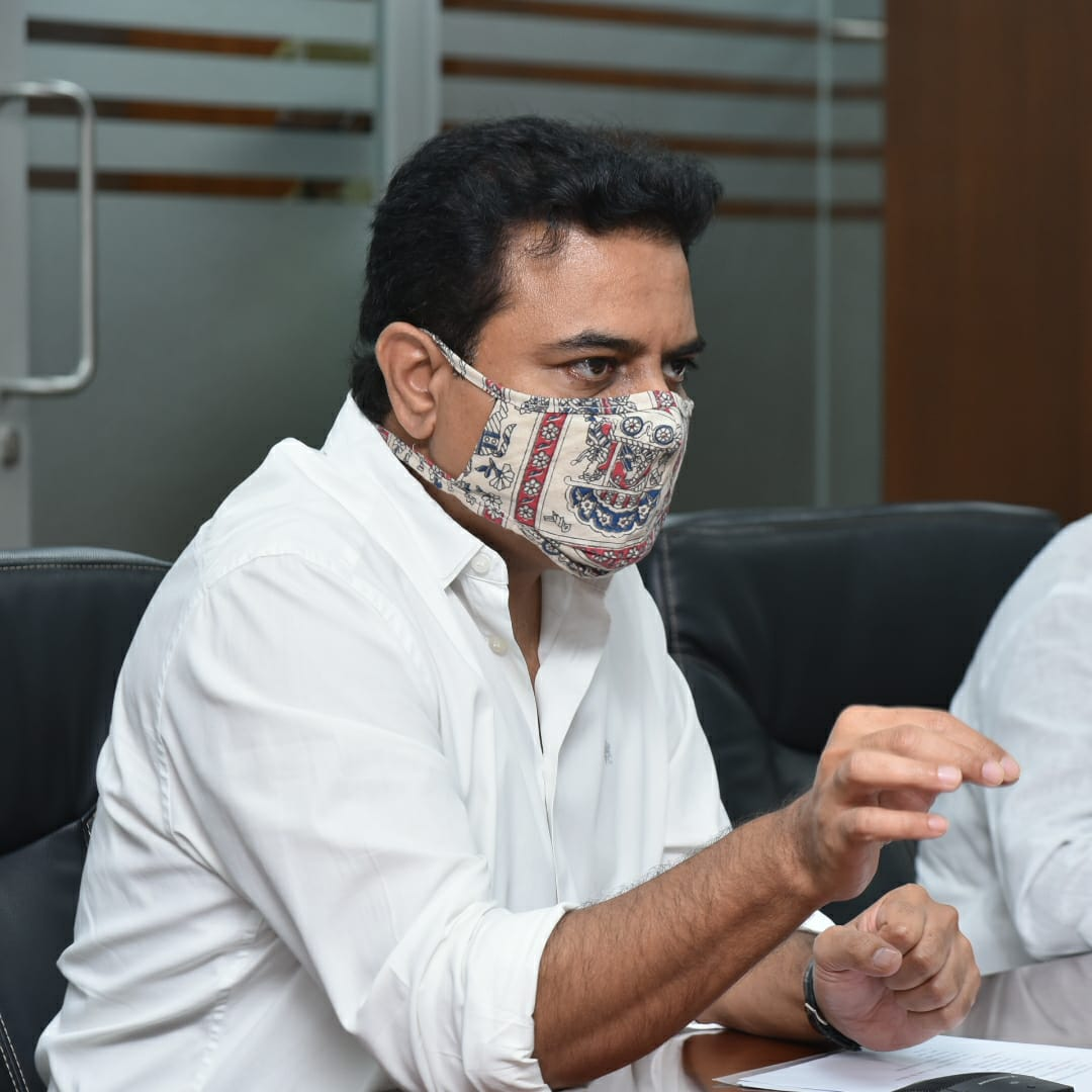 MA&UD Minister @KTRTRS chaired a review meeting on Municipalities in the erstwhile Adilabad district. Minister @IKReddyAllola, MP Venkatesh Netha, Prl Secy @arvindkumar_ias, concerned MLAs and district Collectors were present.