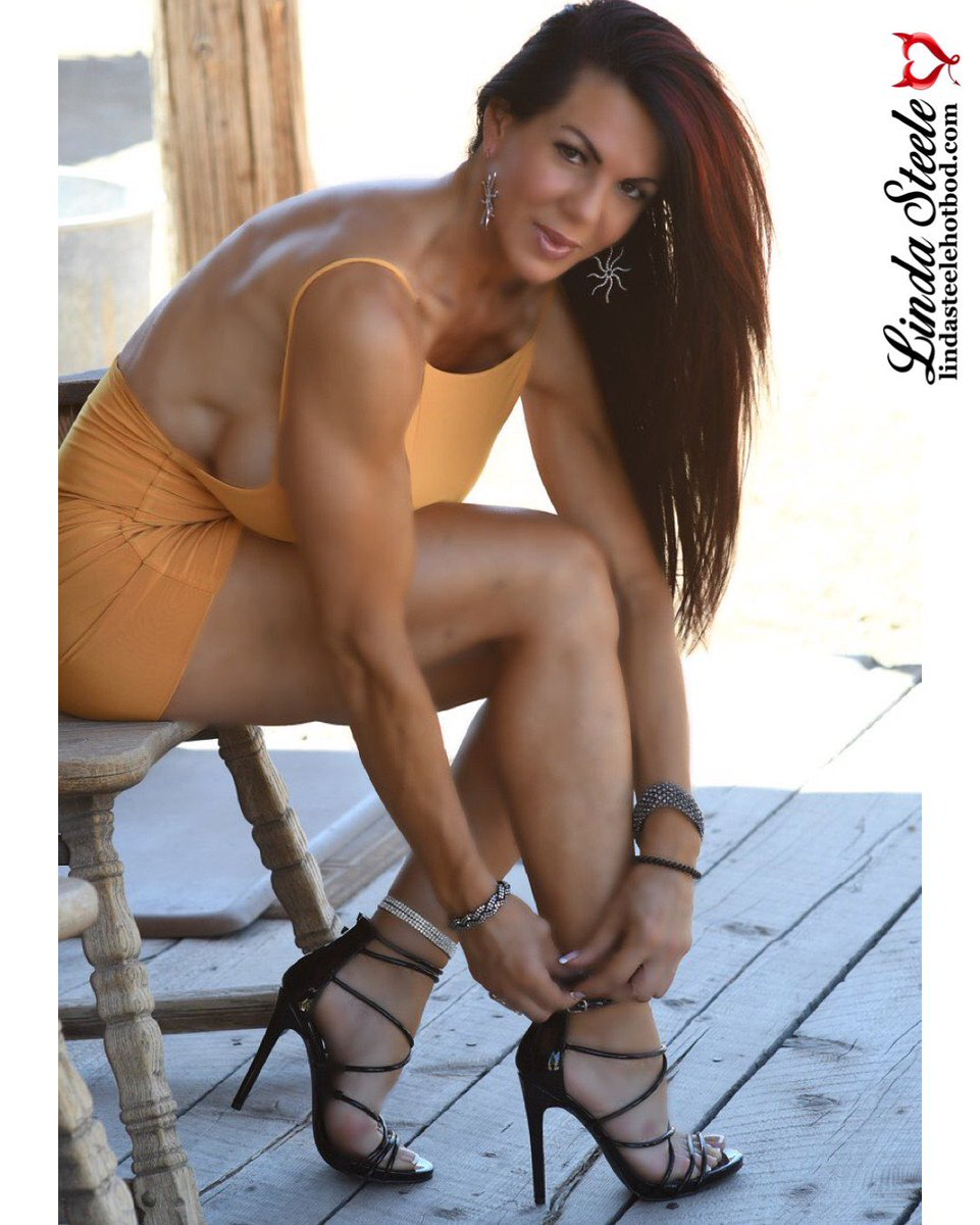 Good morning! I hope your day is filled with positive vibes! @Imagesbysmk18 you #teamsteele #heels #positivevibes  #lindasteele #lindasteelehotbod #lindasteelefitbod