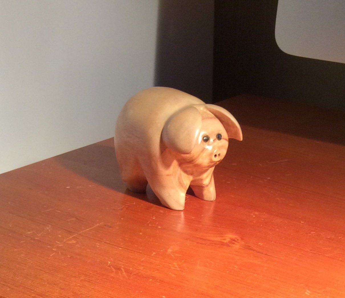 Small Eucalyptus pig carved just because  from waste 😊 https://t.co/fbuUn2Ux7U