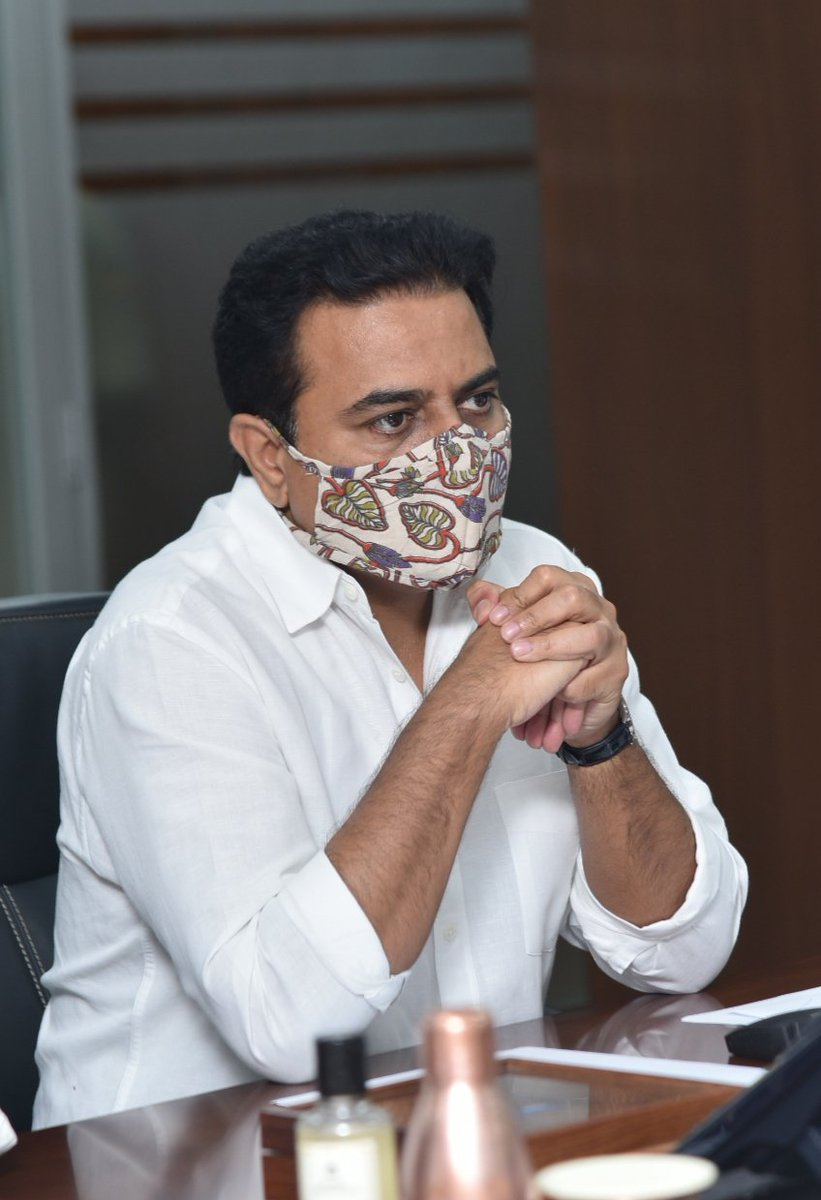 MA&UD Minister @KTRTRS reviewing the various development and welfare initiatives taken up in Municipalities of erstwhile Khammam district.