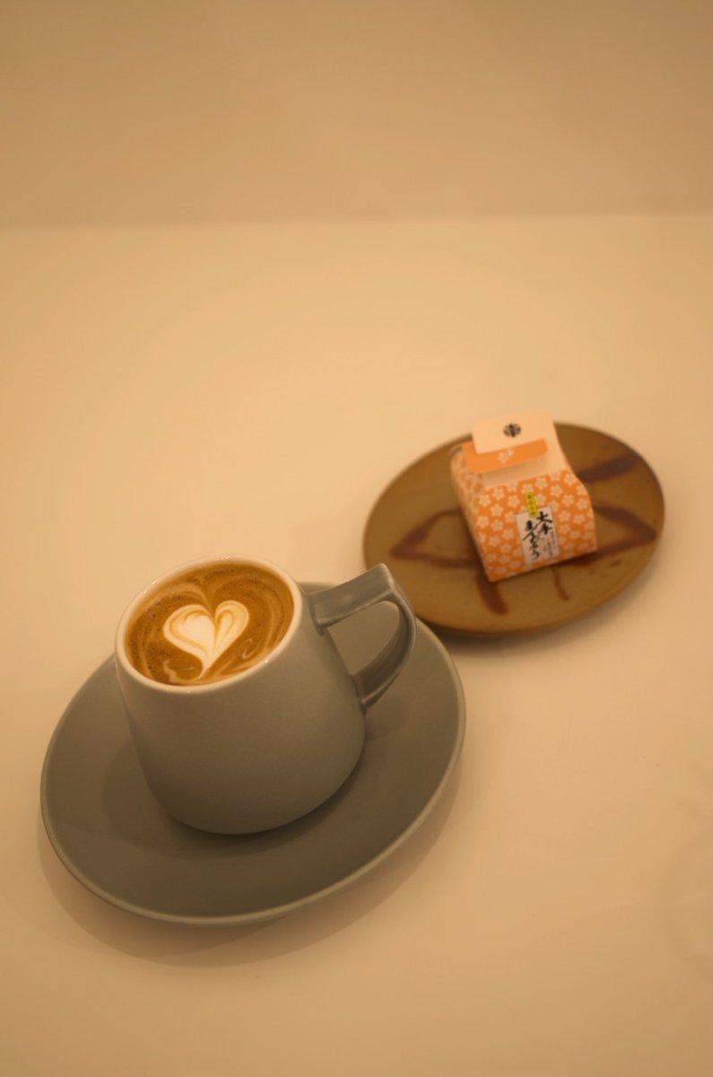 test ツイッターメディア - 倉敷美観地区 大手まんぢゅうカフェ おおてまんじゅう(まんぢゅう)は、岡山市の菓子舗大手饅頭伊部屋が製造する和菓子(饅頭)。岡山市の土産菓子(銘菓)である。「大手」の略称でも呼ばれる。店の奥にでかいまんじゅうの絵。すごく品が良い絵だった。 https://t.co/K4MsFUZRWn